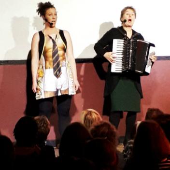 Duo MaDamm spielt und singt